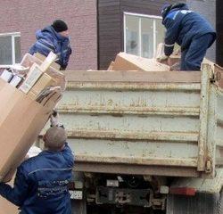 - Грузчики и разнорабочие для погрузки мусора.